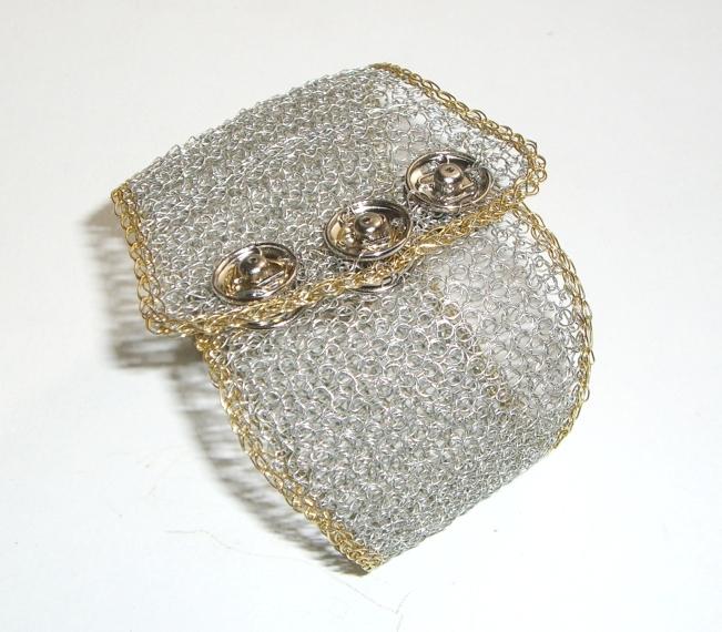 Brazalete tejido crochet en malla plana